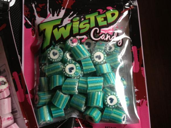 a-twisted-candy-valentine-02.jpg