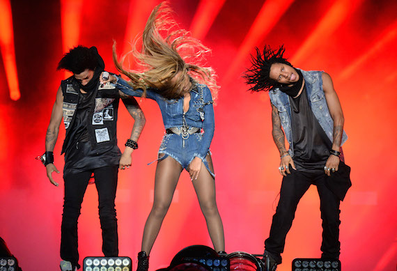 beyonce-and-her-dancers-in-diesel_on-the-run-tour-1.jpg
