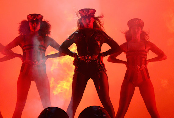 beyonce-and-her-dancers-in-diesel_on-the-run-tour-2.jpg