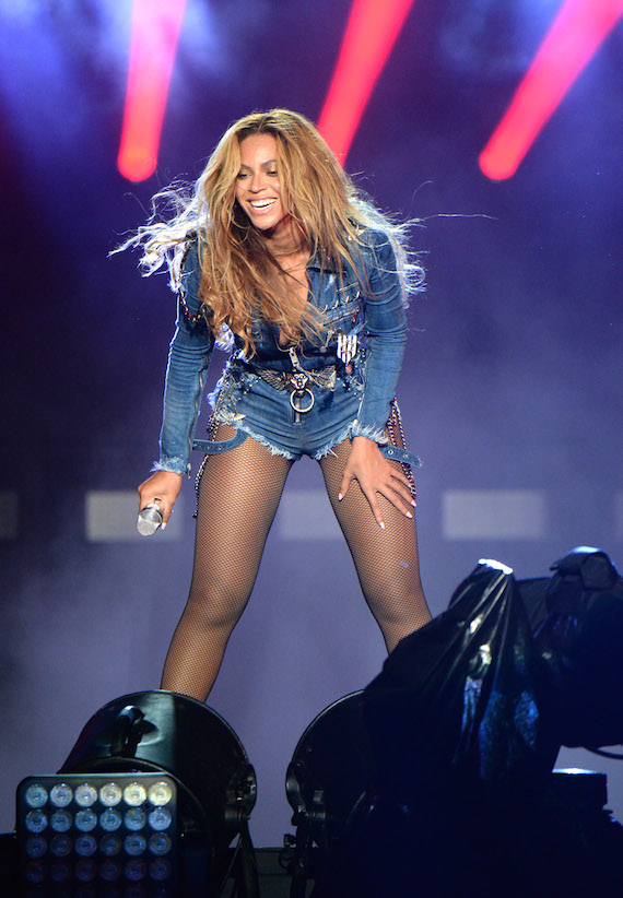 beyonce-in-diesel_on-the-run-tour-2.jpg