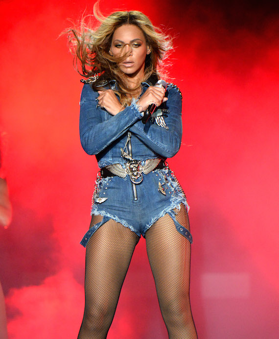 beyonce-in-diesel_on-the-run-tour.jpg