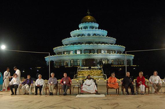 Sri Sri Ravi Shankar LIVE in Manila April 8 2015 Secrets to Inner Strength and Happiness (5)