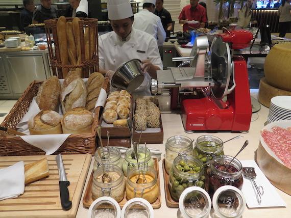 The Cafe Hyatt Hotel City of Dreams Manila (27)