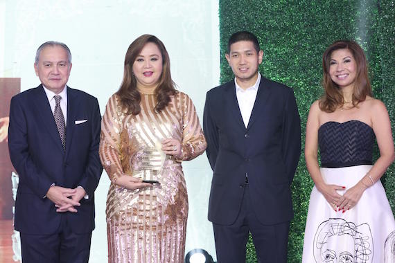 Mike Huang awarding People Asia Women of Style and Substance 2015