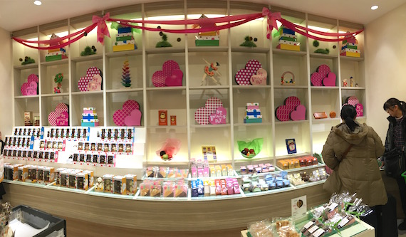 Royce World in Chitose Airport (12)