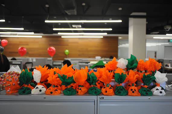 celebrating-halloween-in-offices-starbucks-3