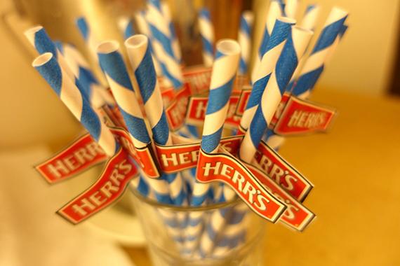 herrs-crunchy-cheestix-29