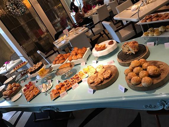 buffet-breakfast-at-cafe-un-deux-trois-11