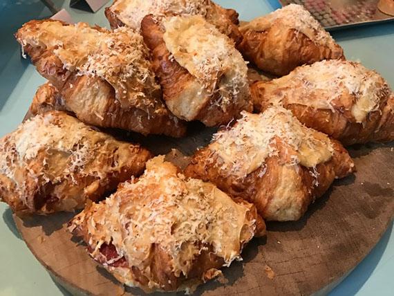 buffet-breakfast-at-cafe-un-deux-trois-13