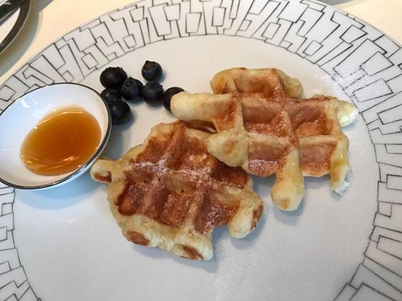 buffet-breakfast-at-cafe-un-deux-trois-18