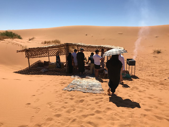 Lunch at the Desert Camp (3)