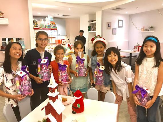 Aria's Xmas Party at the Bunny Baker (3)