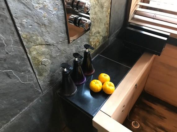 hoshinoya resort karuizawa bath tub